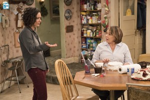 10x05 - Darlene v. David - Darlene and Roseanne