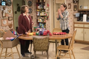 10x05 - Darlene v. David - Roseanne and Jackie