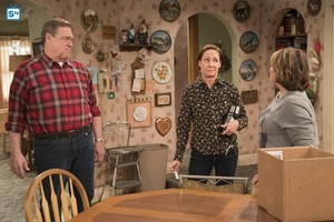 10x06 - No Country for Old Women - Dan, Jackie and Roseanne