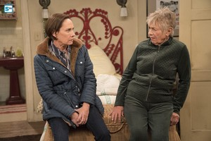 10x06 - No Country for Old Women - Jackie and Beverly