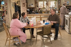 10x06 - No Country for Old Women - Roseanne, Jackie, Dan and Beverly