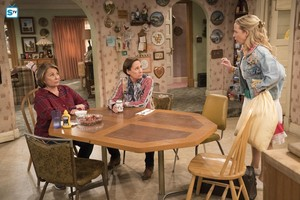 10x06 - No Country for Old Women - Roseanne, Jackie and Becky