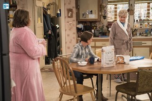 10x06 - No Country for Old Women - Roseanne, Jackie and Beverly