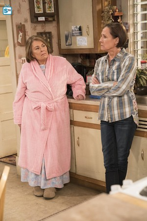 10x06 - No Country for Old Women - Roseanne and Jackie