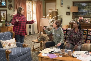 10x07 - Go Cubs - Roseanne, Jackie and Anne-Marie