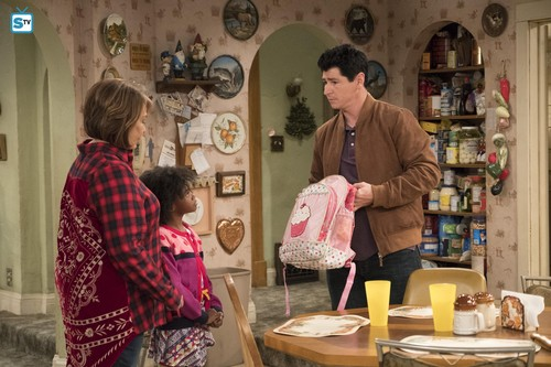 Roseanne achtergrond called 10x07 - Go Cubs - Roseanne, Mary and DJ