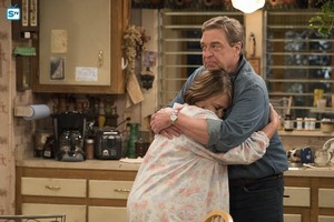 10x07 - Go Cubs - Roseanne and Dan