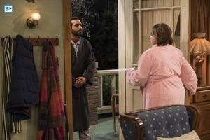 10x07 - Go Cubs - Roseanne and the neighbor