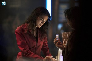 "1x09│ ""Critical Mass""│ Promo foto"