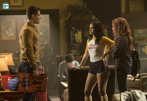 "2x17 │""The Noose Tightens"" │Promo foto's"