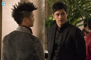 """3x02 │""""The Powers That Be"""" │Promo foto"""