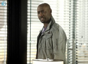3x20 - The Angel of San Bernardino - Amenadiel