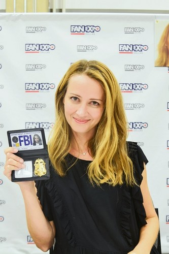 Amy Acker kertas dinding called Amy Acker at FanExpo Dallas 2018
