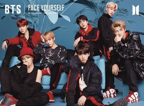 BTS kertas dinding entitled BTS (Face Yourself)