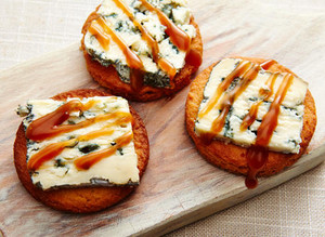 Blue Cheese Caramelized biscuits, cookies