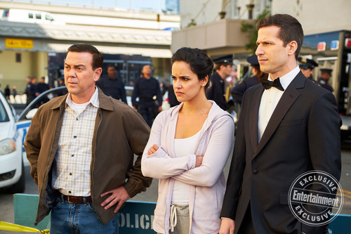 "Brooklyn Nine-Nine kertas dinding titled Brooklyn Nine-Nine ""Jake and Amy"" (5x22) First Look"