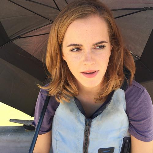 Emma Watson Hintergrund entitled Emma