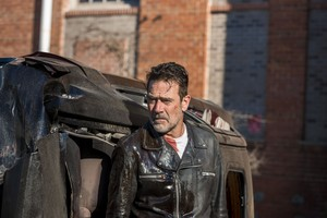 Jeffrey Dean morgan as Negan in 8x12 'The Key'