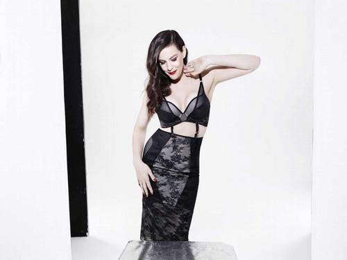 Liv Tyler achtergrond entitled Liv Tyler - Triumph Lingerie Photoshoot - Spring/Summer 2018