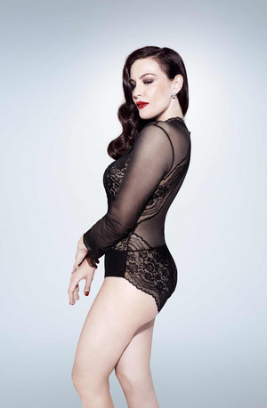 Liv Tyler - Triumph 란제리 Photoshoot - Spring/Summer 2018