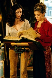 Prue and Phoebe 7