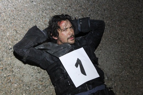 Bob Morley achtergrond titled The 100 COUNTDOWN PIC