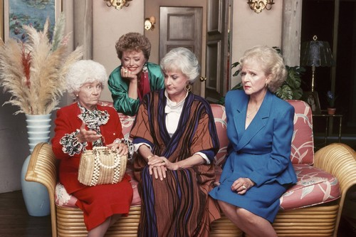 Golden Girls VS Designing Women karatasi la kupamba ukuta entitled The Golden Girls