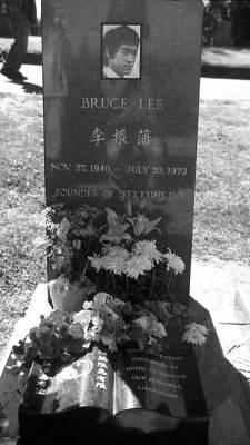 Stars Die Jung Gestorben Sind Bilder The Gravesite Of Bruce Lee