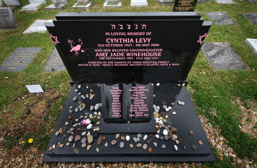 Celebrities Who Died Young Images Amy Winehouse Grave