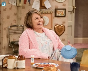 10x08 - Netflix and Pill - Roseanne