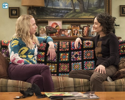 Roseanne Hintergrund called 10x09 - Knee Deep - Becky and Darlene