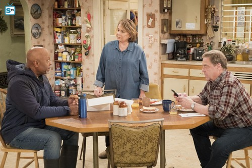 Roseanne वॉलपेपर called 10x09 - Knee Deep - Chuck, Roseanne and Dan