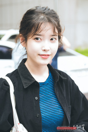 180529 IU at Yoo Hee Yeol Sketchbook Recording