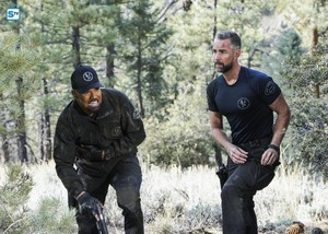 1x21 - Hunted - Hondo and Deacon