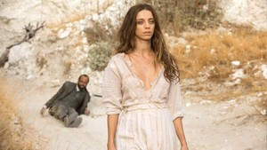 2x04 'The Riddle Of The Sphinx' Promotional Photo