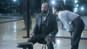 2x07 'Les Écorchés' Promotional Photo