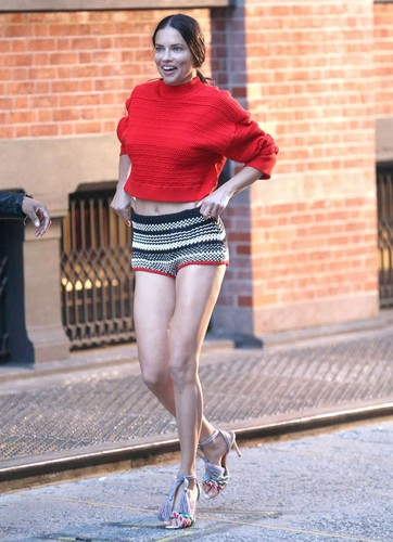 Adriana Lima پیپر وال called Adriana Lima poses for a photoshoot in New York [April 21, 2018]