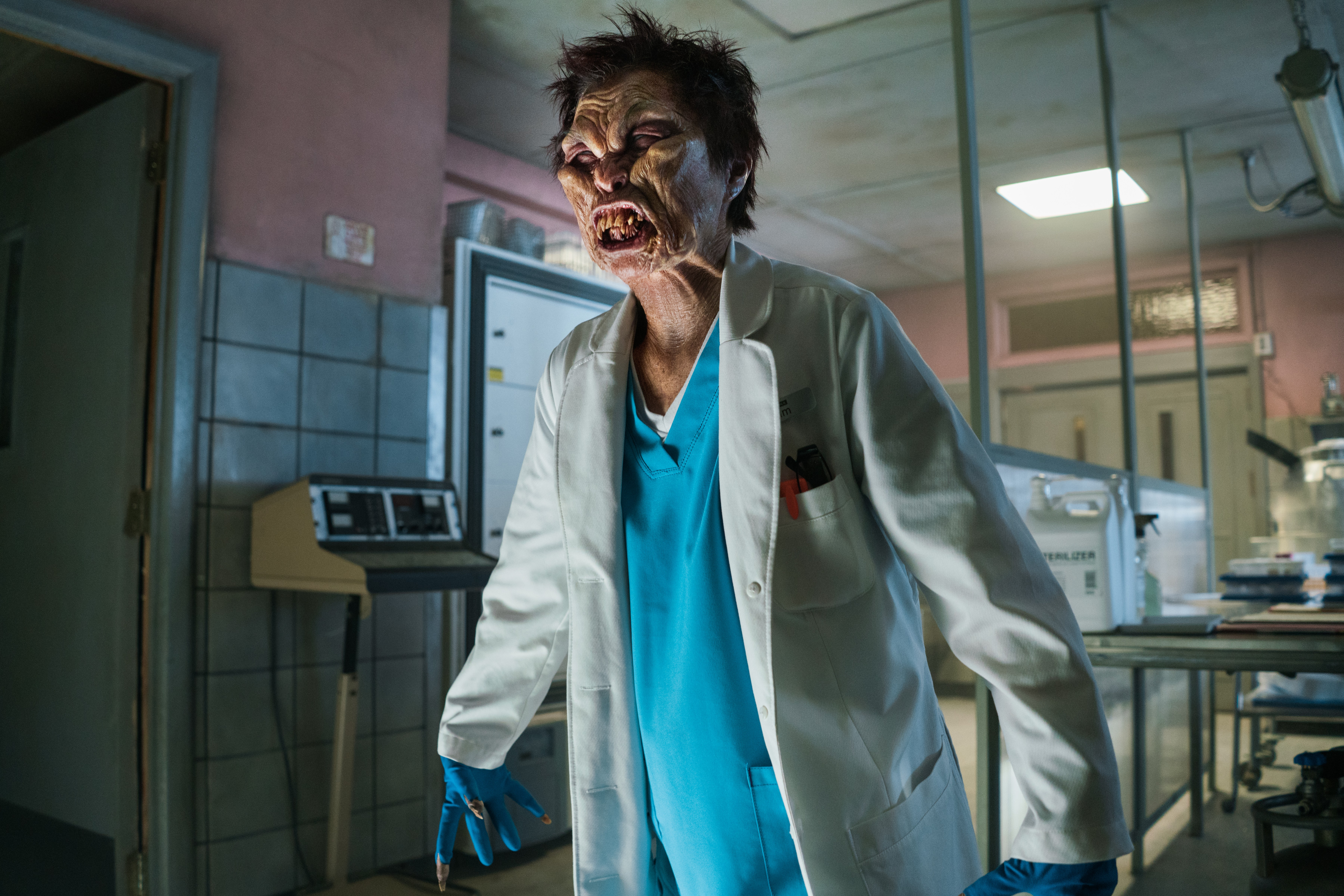 """Ash Vs Evil Dead """"Booth Three"""" (3x02) promotional picture"""