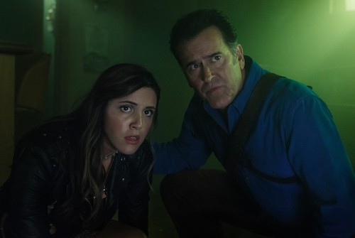 "Ash vs Evil Dead achtergrond entitled Ash Vs Evil Dead ""Rifting Apart"" (3x08) promotional picture"