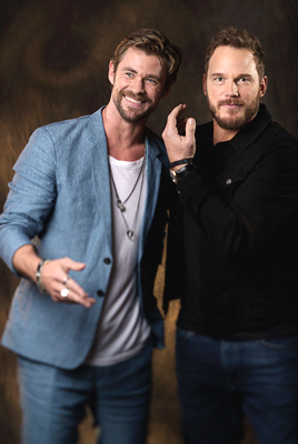 Avengers: Infinity War 1 & 2 Обои entitled Avengers Chris Hemsworth and Chris Pratt USA Today photoshoot