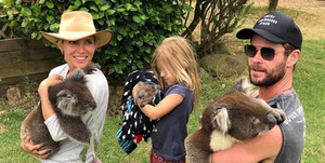 Chris,Elsa and India on 캥거루 Island holding koalas