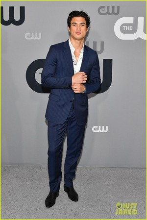 Cole Sprouse, KJ Apa and もっと見る 'Riverdale' Stars Hit Up CW Upfronts 2018