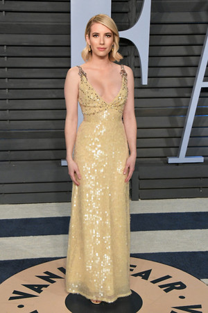 Emma Roberts attends the 2018 Vanity Fair Oscar Party hosted দ্বারা Radhika Jones at the Wallis Annenber