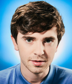 Freddie Highmore at burung bangkai, vulture Photoshoot