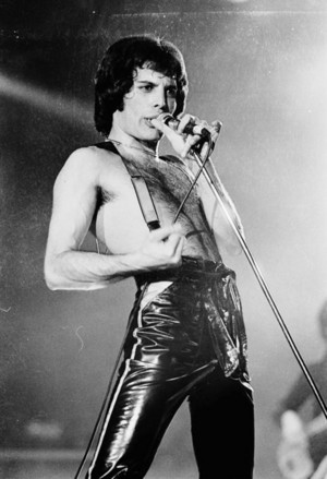 Frederick Mercury -Farrokh Bulsara-freddie mercury( 5 September 1946 – 24 November 1991)