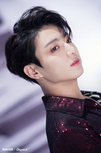 जूंगकूक (बी टी एस) वॉलपेपर titled Jungkook Fake प्यार