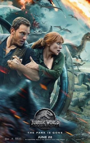 Jurassic World karatasi la kupamba ukuta called Jurassic World: Fallen Kingdom (2018) Poster - Owen and Claire