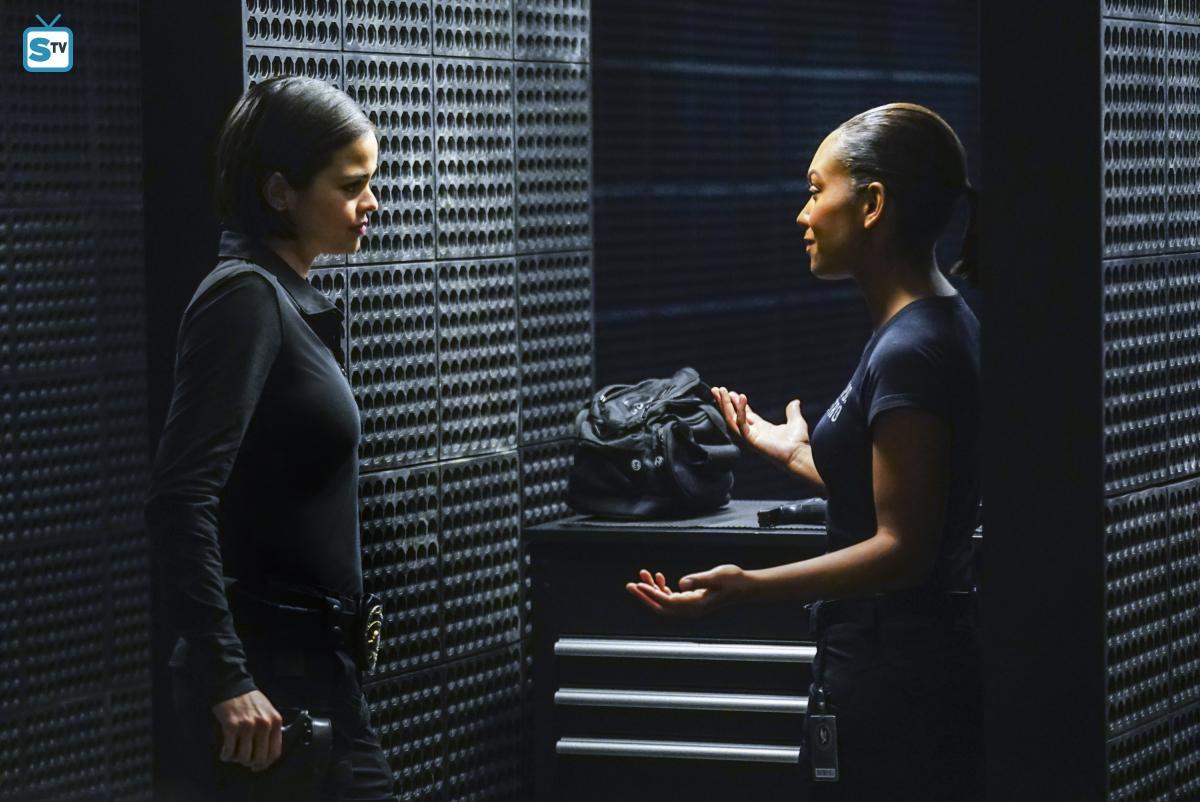Lina Esco as Chris Alonso in SWAT - Crews
