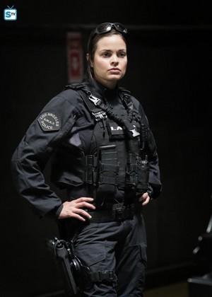 Lina Esco as Chris Alonso in SWAT - Cuchillo