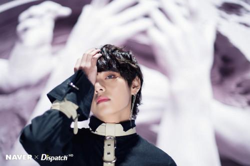 V (BTS ) hình nền titled NAVER x DISPATCH 2018